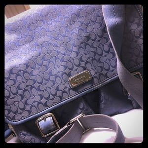 Beautiful vintage baby blue coach crossbody!